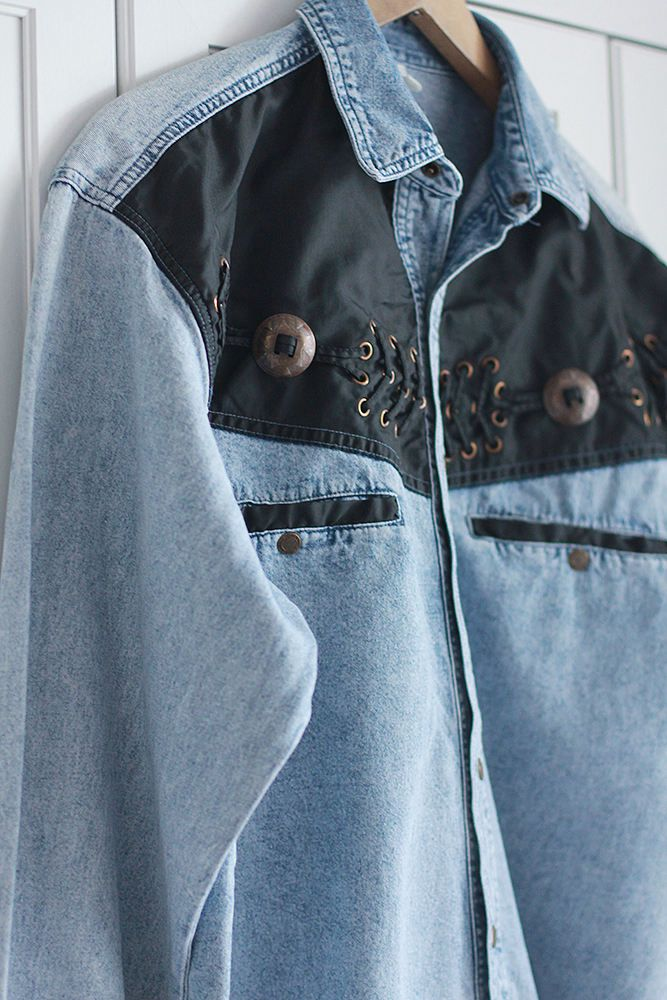Denim shirt. *Vintage item *John Baner brand *Authentic Jeanswear *Beautiful light blue denim *For men Size: Large Chest: 112 cm / 44 inches Length: 75 cm / 29 1/2 inches Outer sleeve: 58 cm / 22 3/4 inches Inner sleeve: 50 cm / 19 1/2 inches You can also check other shirts from my shop: https://www.etsy.com/shop/SisuVintageStore?ref=hdr_shop_menu&section_id=21314723 --- SHIPPING --- Every parcel is shipped a...