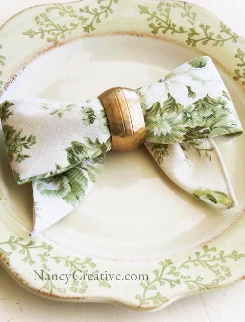 Here's a pretty way to fold your napkins for your holiday table or other special occasion! This Bow Fold idea is from a book called Top 100 Step-by-Step Napkin Foldsby Denise Vivaldo, a seas…