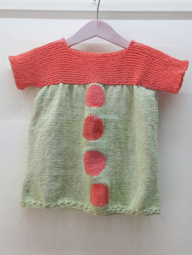 Vestido bebé tejido a dos agujas por Marga
