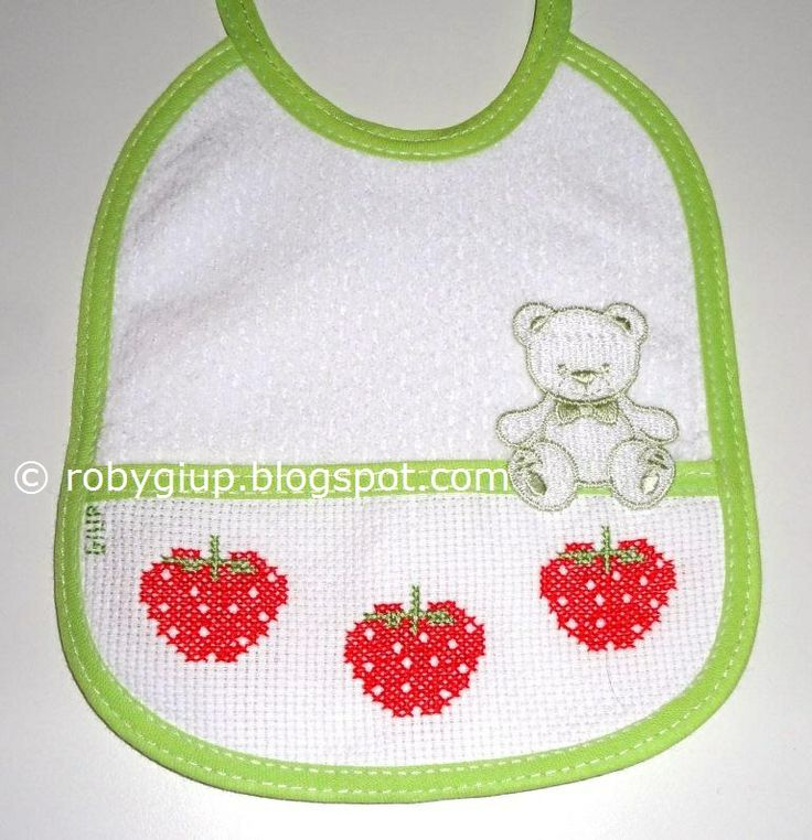 RobyGiup handmade: bavaglino ricamato a punto croce con tre fragoline - Cross-stitched bib with three strawberries #bib #baby #gift #cross-stitch #strawberry