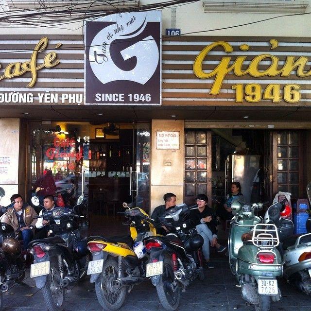 ウワサの卵コーヒーベトナム観光雑誌でよく紹介される人気の卵コーヒー店  Giang Cafe ザンカフェ  1946年からのようで70年以上も経営されている歴史あるコーヒー店  一度飲んだのですがすでにファンになってしまいました  #cocoacana #giangcafe #ザンカフェ #エッグコーヒー #ハノイ #ベトナム #vietnam #hanoi #cafe #カフェ #卵コーヒー #人気 #コーヒー #観光 #旅 #ここあかな