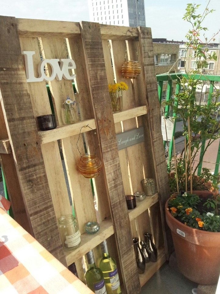 DIY inspiration: #palet re-used as #balcony #decoration