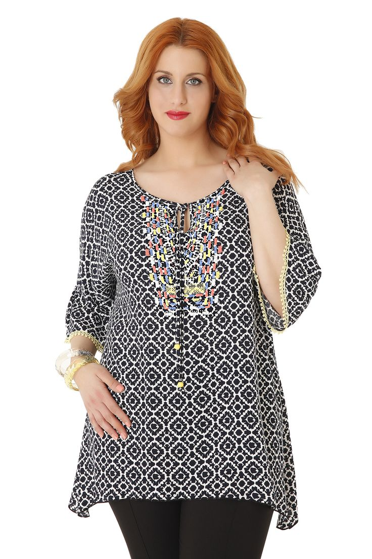 Boho style tunic with embroidery on the bust. The sleeves are decorated with braid and it has a drawstring at the V neckline. Match it with leggings or jeans for a perfect bohemian look! Available in 2 colours.
