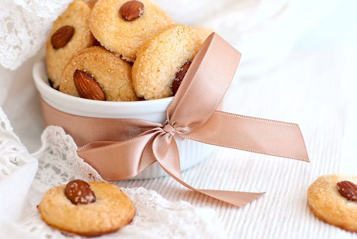 Happy National Chinese Almond Cookie Day!!