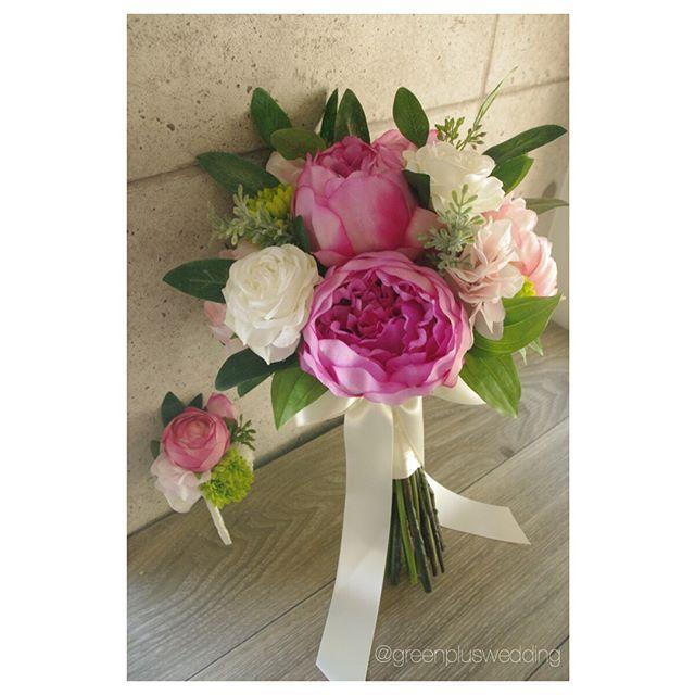 ハワイフォトウェディングのお客様にご用意させて頂いたブーケ🌺 牡丹&芍薬&ローズをメインに、グリーンをランダムにアレンジしています。 最近はグリーンで動きを出したデザインの注文が多く✨、特にユーカリ入りのブーケが人気です。 華やかなピンクのお花は撮影にも映えそうです😍💕 撮影楽しんでくださいね✨ #greenplus#greenpluswedding#artflower#artflowerwedding#artflowerbouquet#造花#アートフラワー#wedding bouquet#ウェディングブーケ#bouquet#ブーケ#ヘッドパーツ#花飾り#ブライダルヘアー#ヘアメイク#海外挙式#国内挙式#結婚式#前撮り#後撮り#レセプションパーティー#フォトウェディング#フォトツアー#リゾートウェディング#hawaiiwedding#ハワイウェディング#グアムウェディング#バリウェディング