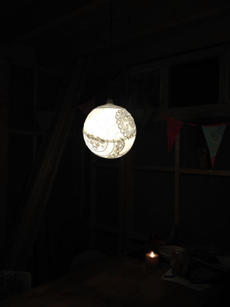 Mijn zelf gemaakte kanten lamp.