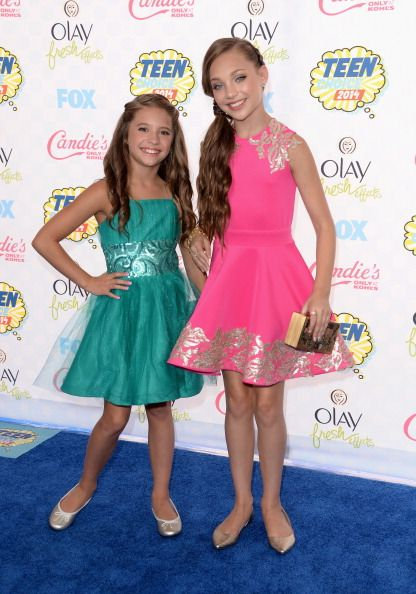 Maddie and Kenzie Ziegler at the Teen Choice Awards. 2014