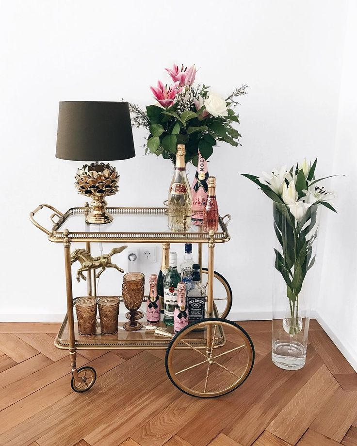Servierwagen aus Messing in Gold , Teewagen, Barwagen Dekoration, serving trolley    #interior #teewagen #servierwagen #casafashiioncarpet