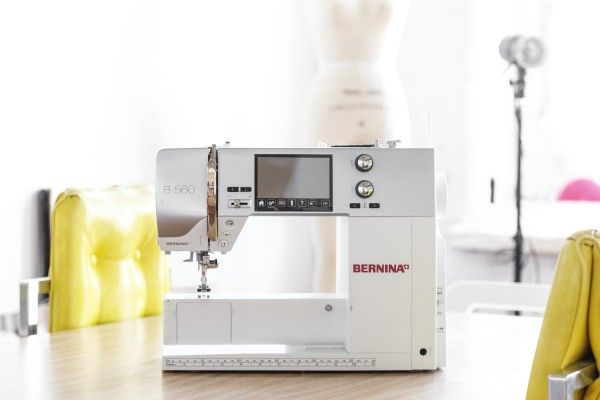 BERNINA Ambassador Maddie Flanigan shares her love for her 560 and talks about her favorite features that she uses most often.