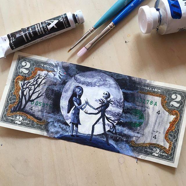 Arte em notas de dólar, por Danielle de Jesus - A artista Danielle de Jesus utiliza notas de dólar como tela para pintar personalidades conhecidas como Frida Kahlo, Bob Marley, Prince, e personagens da ficção como Walter White e até o C3PO.