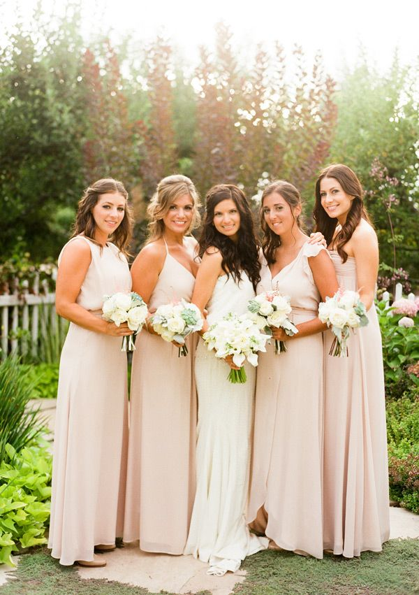 Bedell Cellars Wedding by, Lindsay Madden Photography | Dress by, Nicole Miller | Bridesmaids' Dresses by, Johanna August | Flowers by, Karen Lenahan