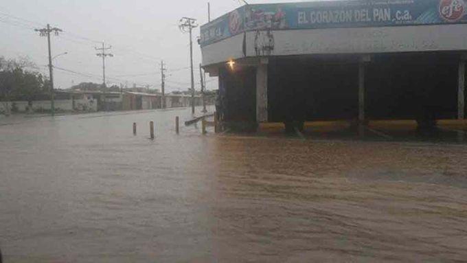 """Inundaciones en Zulia por """"sistema de baja presión en Colombia"""" (+fotos) #Actualidad"""