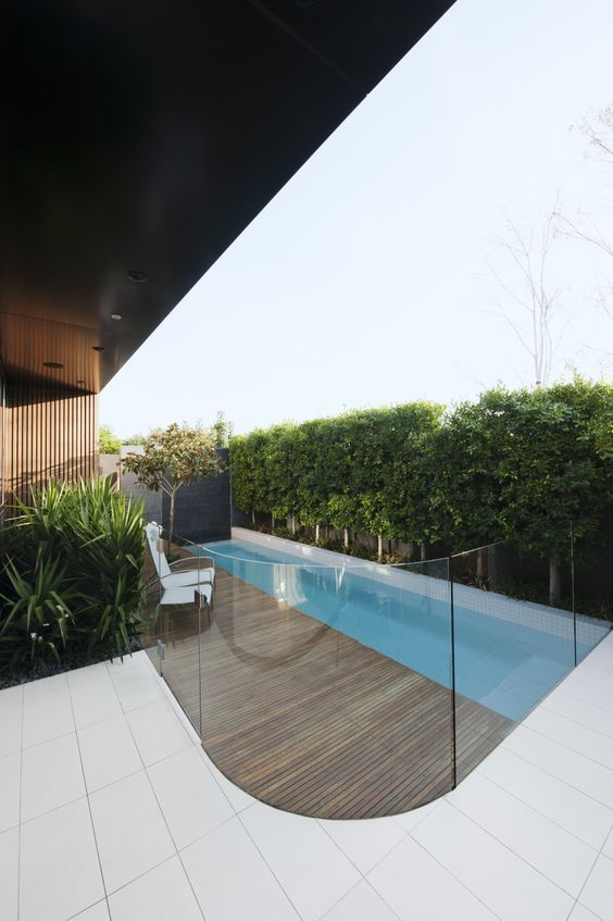 frameless pool fencing made of glass with rounded corders