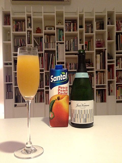 Probably the easiest homemade post for me to date,but I need to share this with everyone,with summer coming soon.I am more a fruit person than a alcohol person,so half peach nectar and half cava(or prosecco or champagne)for me,and I would probably try with fresh peach when they show up! - 158件のもぐもぐ - Bellini /ベリーニ by rick chan