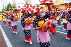 山形を代表する祭の山形花笠まつりが今年も8月5日から3日間かけて開催されます 花笠には紅花があしらわれ勇ましい掛け声とダイナミックな踊りが特徴 1万人以上の踊り手によって山形市中心市街地が彩られますよ まだ一度も見たことがない方はぜひ見に来てみてくださいね  #夏祭り #祭 #イベント情報 #山形 tags[山形県]