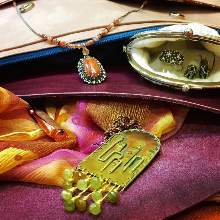 Compozition No. 2  #nahrdelnik #nausnice #prsten #kabelka #portmonka # psanicko #satek #hedvabi #stribro #mosaz #med #mineraly #kuze #kozenka #venina #eirehandmade #nadycz #rakay #montmat #madeinhome #krivkat #handmade #valerkarlin #karlinskenamesti #praha8