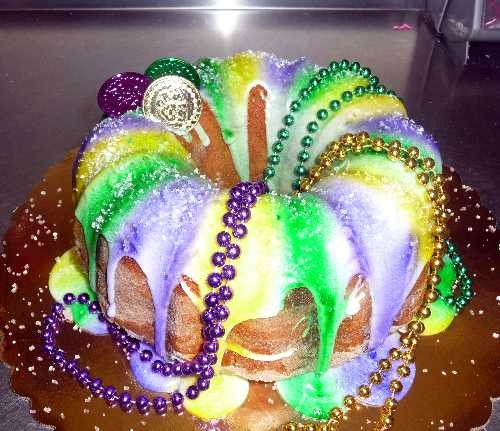 Mardi Gras King Cake | Sweet Tooth | Pinterest
