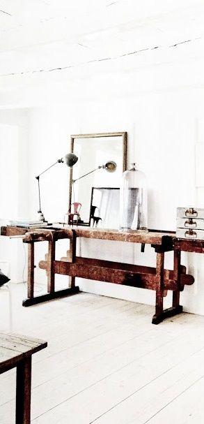 Vergelijkbare oude brocante werkbanken verkrijgbaar bij www.old-basics.nl webshop vol brocante en vintage meubels