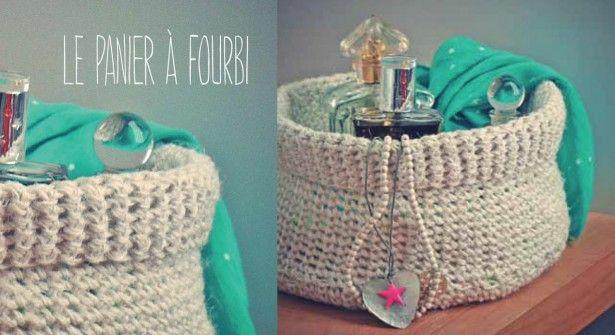 Un joli panier à tricoter en fil de lin, idéal pour ranger ses produits de beauté dans la salle de bain ou en vide-poche dans l'entrée. A décliner dans toutes les couleurs !