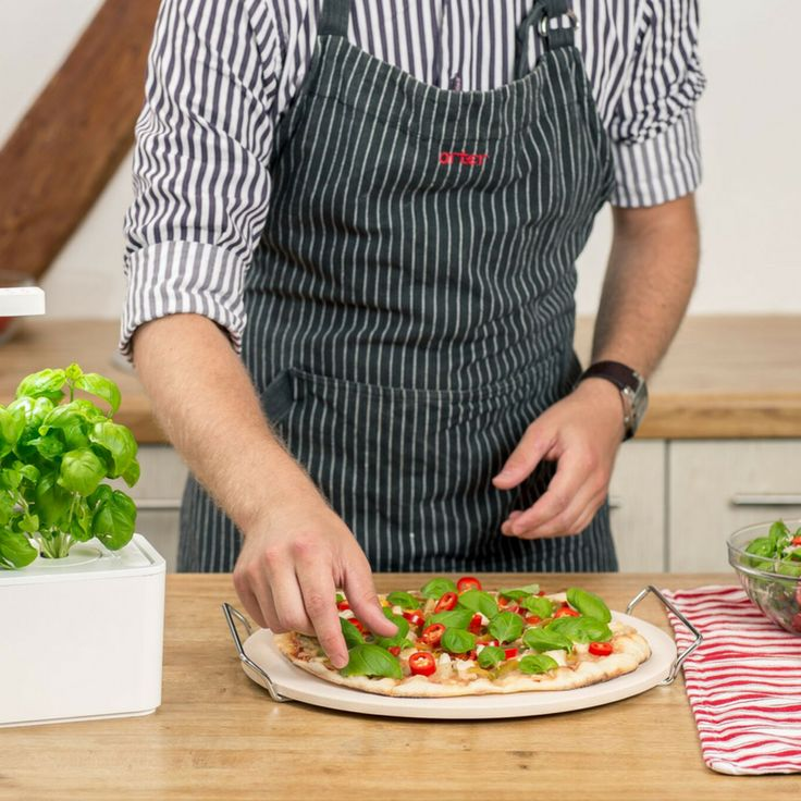 Take a break from all the Christmas food and make a true Italian pizza with fresh herbs from the Click and Grow indoor garden, with either 3 or 9 plants of your choice, Ciao! 🍕 #clickandgrow #fresh #basil #vitamins @clickandgrow https://goo.gl/LKgN1K