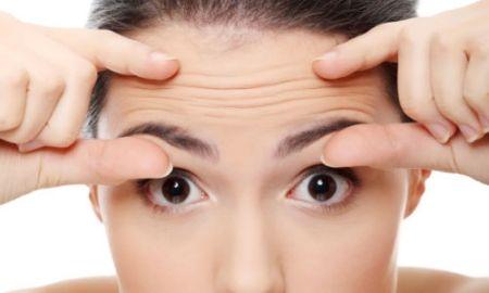 Советы о том, как убрать мимические морщины на лбу в домашних условиях, атакже их профилактика. Как разгладить морщины на лбу между бровями.