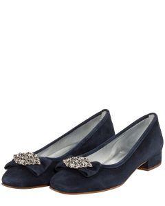 Egal ob Pumps oder Ballerinas, zu einem Dirndl benötigt Frau die richtigen  Trachtenschuhe. Jetzt hier im LODENFREY Online Shop Trachtenschuhe  bestellen!