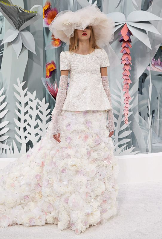 CHANEL 2015SS Haute Couture Collection. More Photo at: http://www.fashionsnap.com/collection/chanel/2015ss-couture/