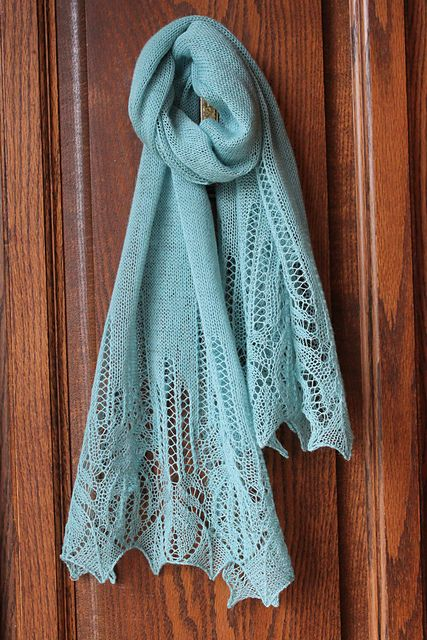 Free Knitting Pattern: Panna Frost Flower Lace Shawl