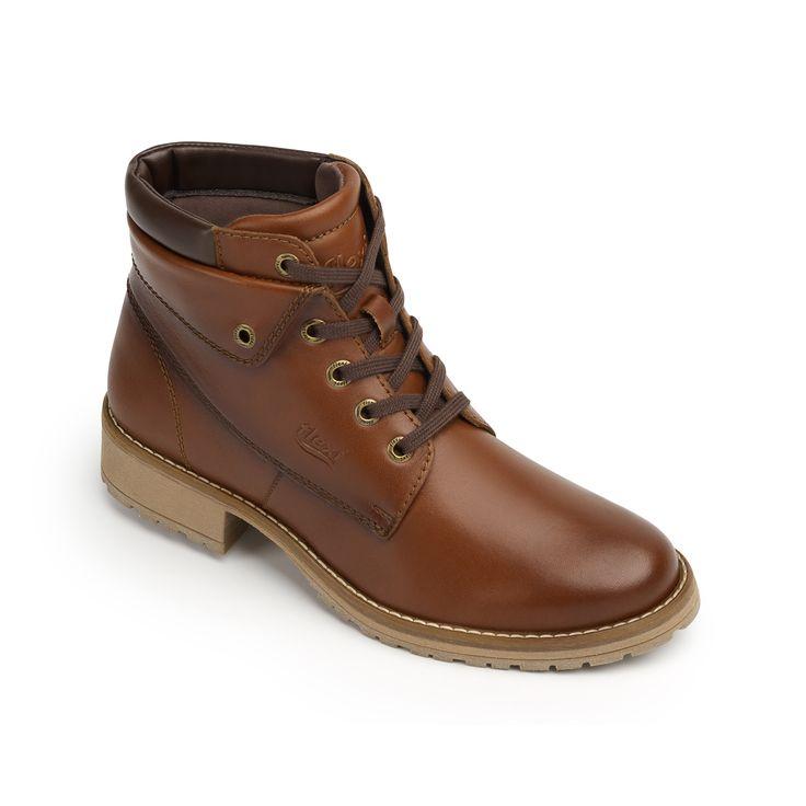 Línea compuesta por un estilo de botines tipo outdoor y otro de bota tipo militar. Presentada en una amplia gama de colores, materiales y texturas que forman parte de la tendencia actual brindando un look moderno.