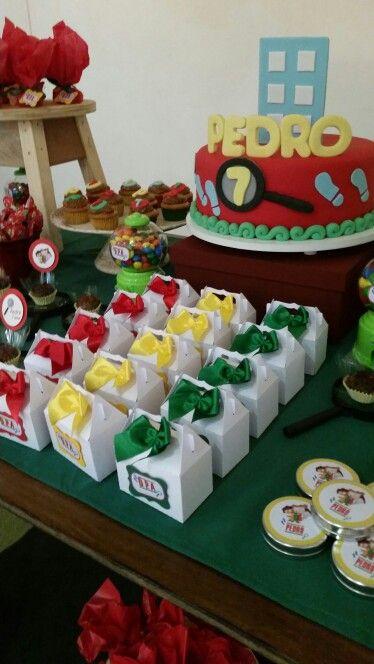 Caixinhas com biscoitos caseiros para festa dos Detetives do predio azul