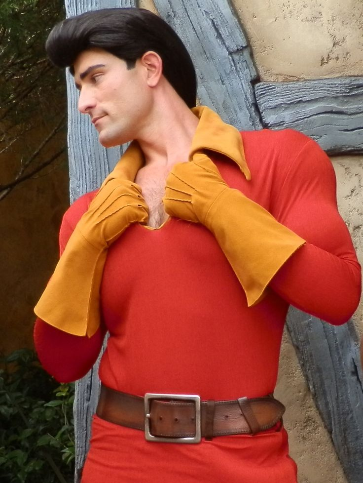 onceuponatime-disney:  Gaston strutting his stuff in Fantasyland, WDW. This guy had fantastic interactions with guests …  he was just brilliant.