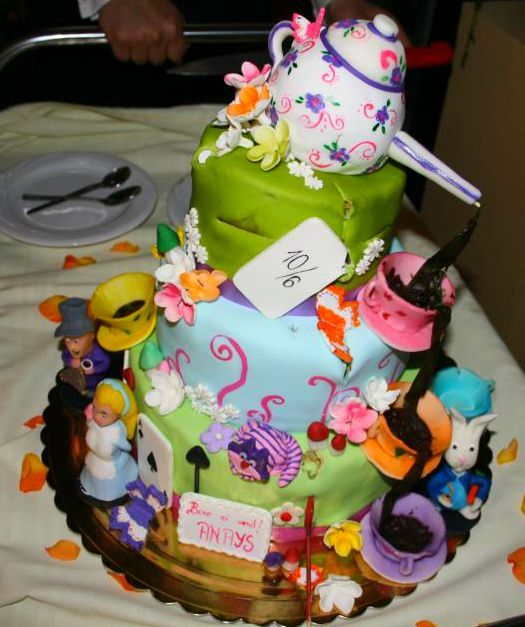 Detailed Alice in Wonderland Cake #aliceinwonderland #cake