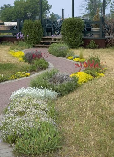 Garden edging border brick unilock flowers path plants for Path and border edging