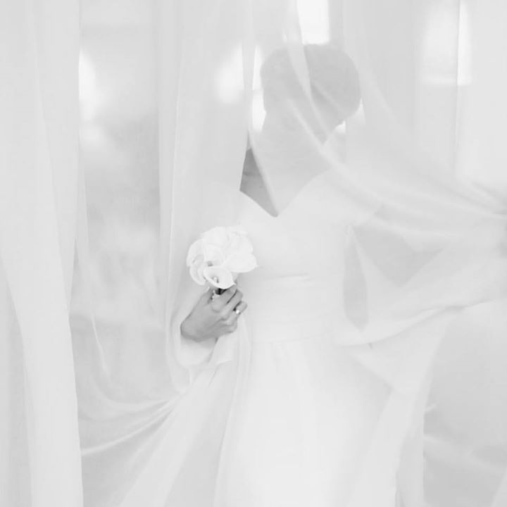 The last but not the least part of this black and white trilogy. Mystery elegance and the bouquet of callas. #fontanawedding #antonwelt #blackandwhite #bride #bridalportrait #callas #wedding #weddingphotographer #destinationweddingphotographer