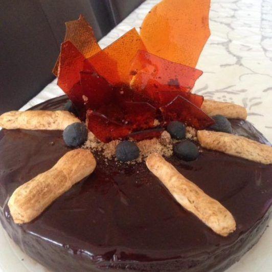 Torta en forma de fogata por lag baomer