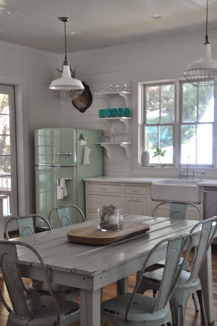 Perfect cottage kitchen.