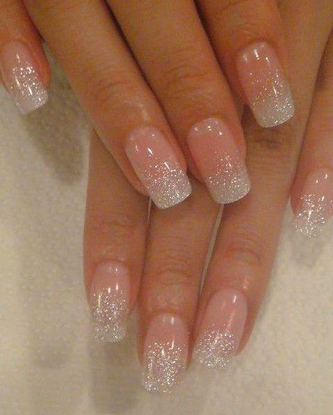 Vernis à ongles pailletés (blanc).