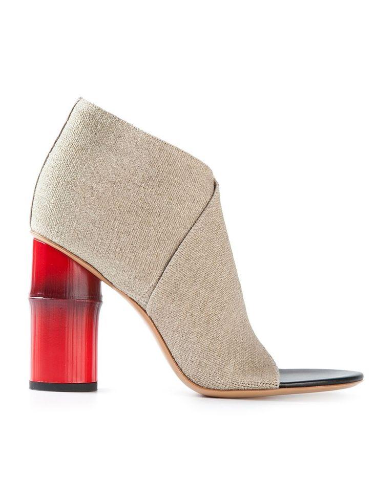 Compra lo más actualizado en moda de mujer de diseñador online en Farfetch.  Busca en la mejor plataforma de lujo miles de diseñadores de prestigio.