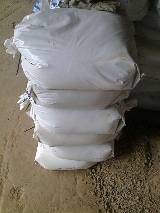 TIERRA REFRACTARIA en bolsas de 25kg. para pegar ladrillos refractarios, y otros usos. TIERRA REFRACTARIA: USOS : PEGAR LADRILLOS REFRACTARIOS ETC. DORREGO 3524 - SANTOS LUGARES - BUENOS ... http://caseros.evisos.com.ar/tierra-refractaria-en-bolsas-de-40-kg-para-id-800595