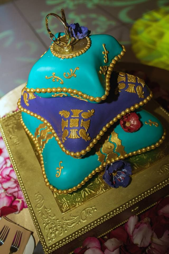 indian pillow wedding cake 10 best images about decorative pillow cakes on 16405