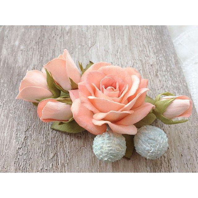 И снова делюсь результатами наших выходных занятий. Цветочное украшение из персиковых кустовых розочек и брунии. Фоамиран