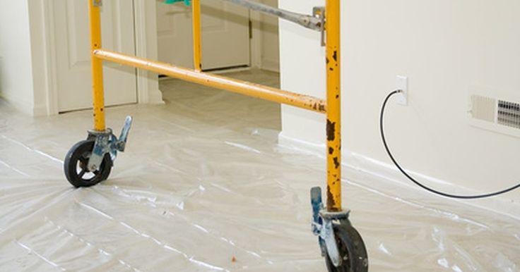 Diferenças entre gesso e placa de reboco. Ao construir ou reformar uma casa, uma das decisões que precisam ser feitas é o material a ser usado para as paredes. Existem várias opções, incluindo o drywall, gesso ou madeira compensada. Uma das opções, o drywall, consiste de gesso feito a partir desse material colocado em folhas planas e pressionadas em conjunto, entre dois pedaços de papel ...