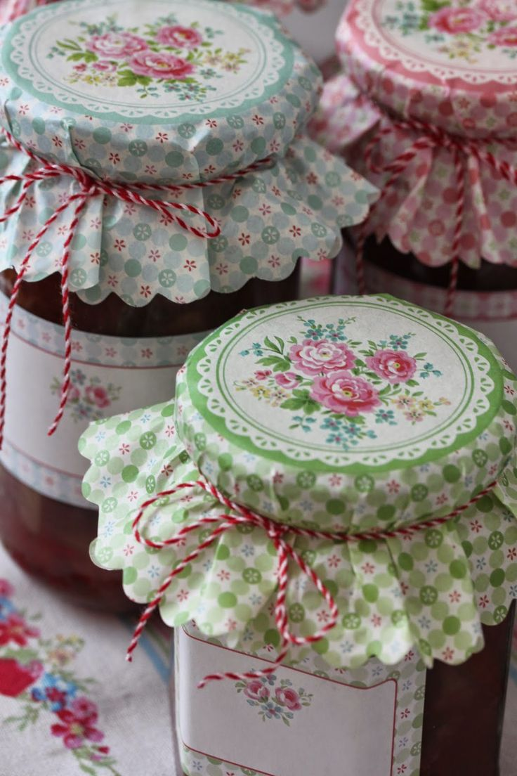 Love these floral jam jars ~ so beautifully presented, they'd make a lovely gift...