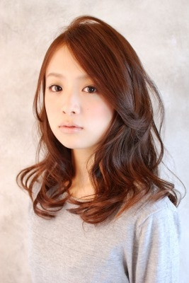 Medium length wavy hairstyle. How do Asian people always nail it?!