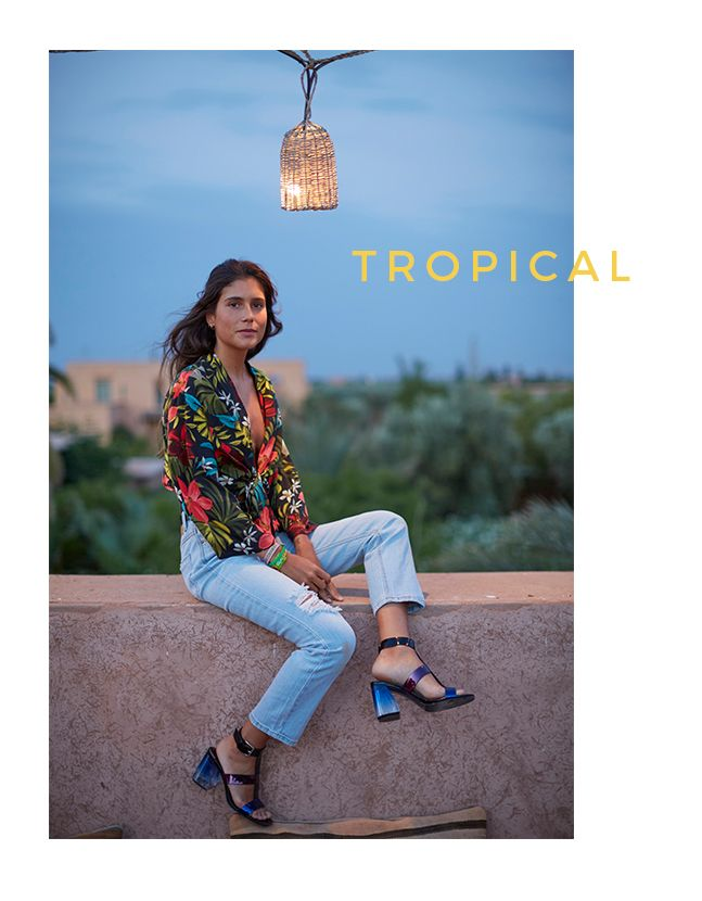 Catalog Stradivarius Colectia Tropical 2017! Oferte si recomandari: kimono petrecut cu imprimeu 99,90 lei; pantaloni elastici cu push up 89,90 lei
