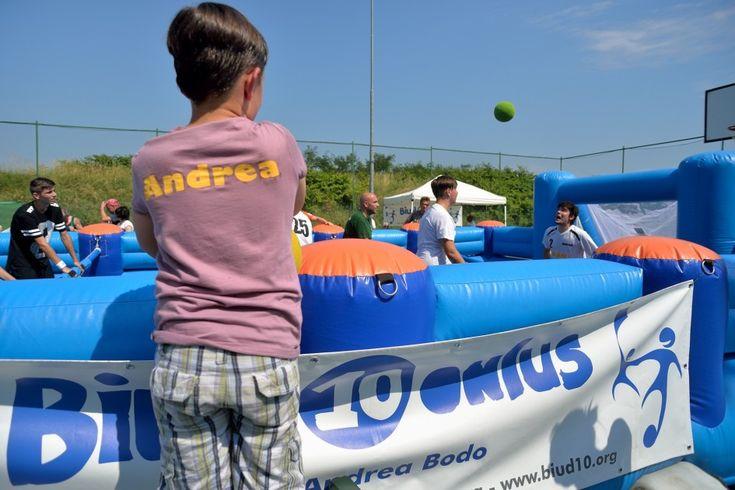 Biud10 Onlus di Vercelli ha organizzato il primo torneo di calciobalilla umano - giugno 2015