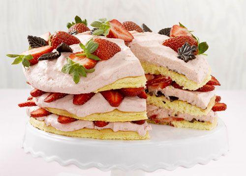 Das Rezept für die Erdbeer-Joghurttorte finden Sie auf www.wohnen-und-garten.de unter Gastlichkeit/Rezepte