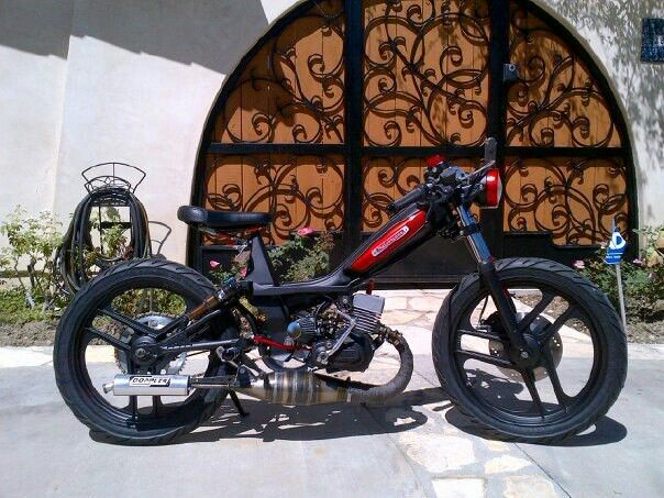 Mbk 51 moped by tomahawk mopeds pinterest mopeds for Garage peugeot larche