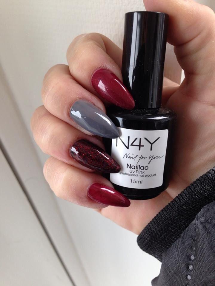 Jule negle design, disse negle er lavet med Uv gele fra nail4you. Det er nemt og enkelt at lave sine egne negle, hvis du skulle støde på et problem kan du altid kontakte os og få råd og vejledning.