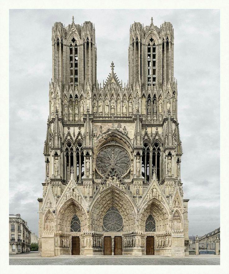 Lo Real del Gótico. Imágenes tomadas con corrección perspectiva de Marcos Brunetti.